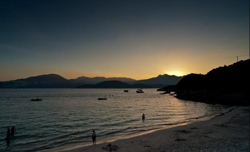 Hong Kong hk 香港 玩樂雜誌 【半月灣】海灣美如其名,水質清澈如鏡,仿如進入異國渡假沙灘