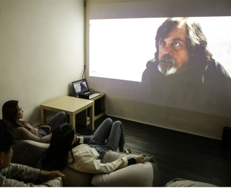 Party Room 銅鑼灣 Hong Kong hk 香港 玩樂活動 The Roomss - Movie Movie 銅鑼灣 Party Room 主題房 適合 4 至 10 人