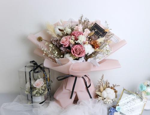 送禮鮮花/乾花  Hong Kong hk 香港 玩樂活動 場地 浪漫粉紅玫瑰保鮮花乾花束 適合  至  人